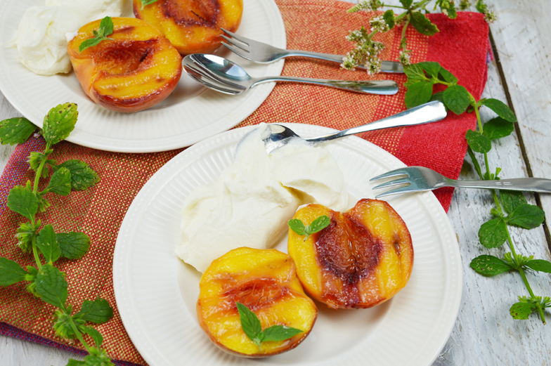 Gegrilde perzik met mascarpone-yoghurt