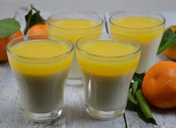 Panna cotta met sinaasappelsaus