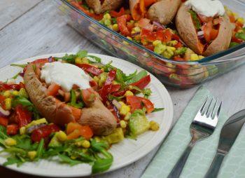 Mexicaanse salade met gepofte zoete aardappel