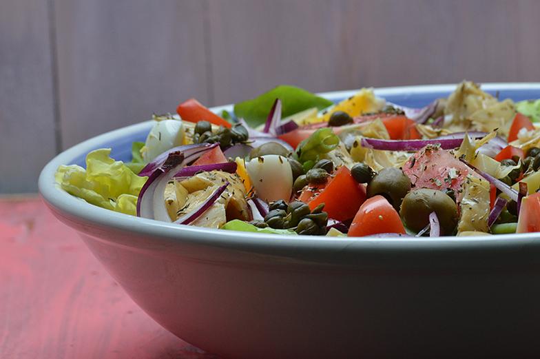 Salade Niçoise met artisjok