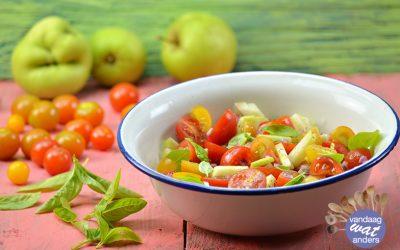 Salade van tomaat en appel