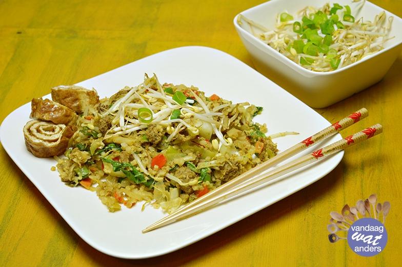 Nasi goreng met bloemkoolrijst en pulled oats