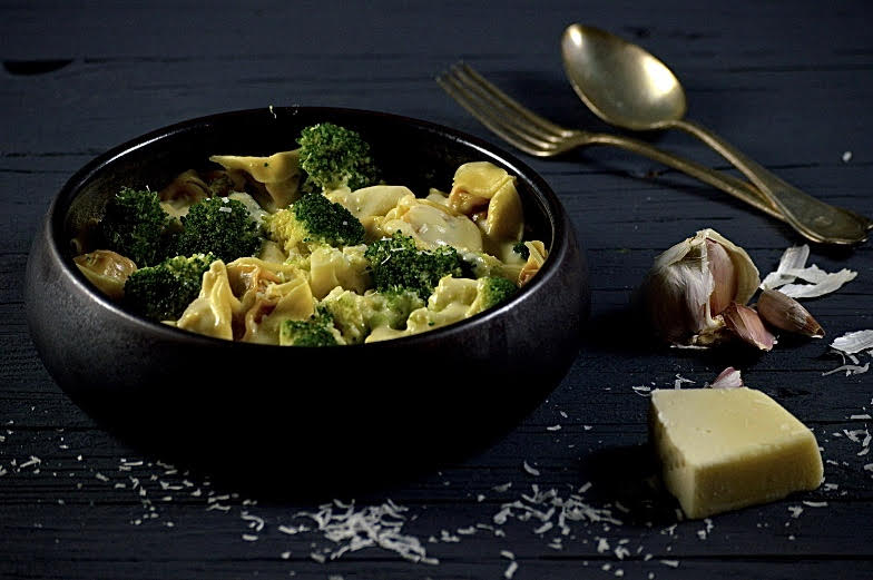 Tortellini Alfredo met broccoli