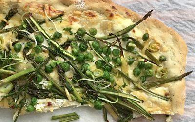 Platbrood met groene asperges
